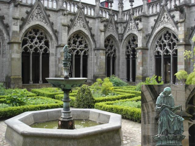 При соборе есть чудный внутренний дворик, украшенный садом и фонтаном «Евангелист Марк».