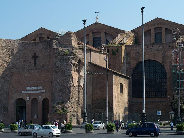 Термы Диоклетиана дошли до нас в гораздо лучшем состоянии. И все из-за того, что древнеримские строители были экономичными и переделали различные части термы во всевозможные сооружения.