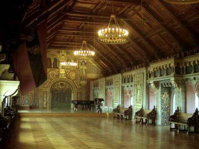 Единственное, что осталось неизменным с конца XII века, так это, пожалуй, главная зала. Именно здесь, по преданию, состоялось знаменитое смертельное состязание поэтов (состязание миннезингеров), вошедшее в историю и нашедшее отражение в опере Вагнера «Тангейзер».