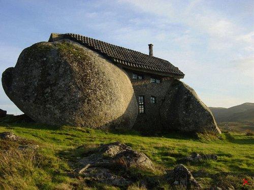 Stone House в Португалии Дом из цельного камня