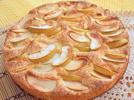 Бисквитный пирог с яблоками. рецепт