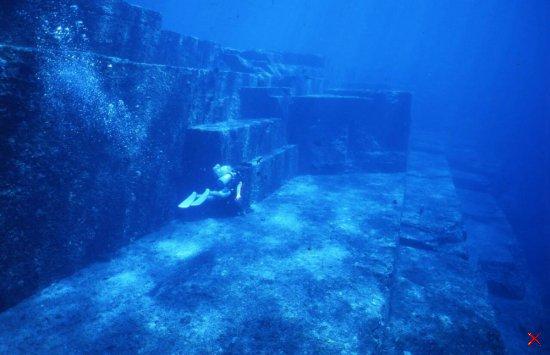Подводный город Япония о. Йонагуни