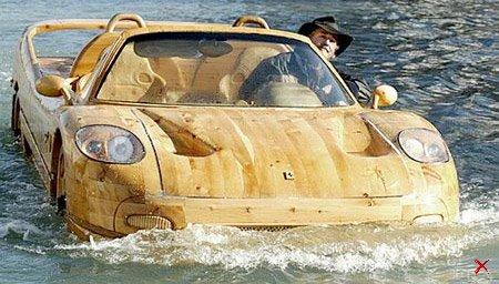 Деревянная лодка Феррари