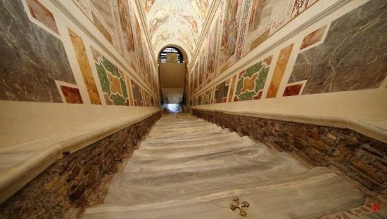 Святая лестница (лат. Scala Santa)