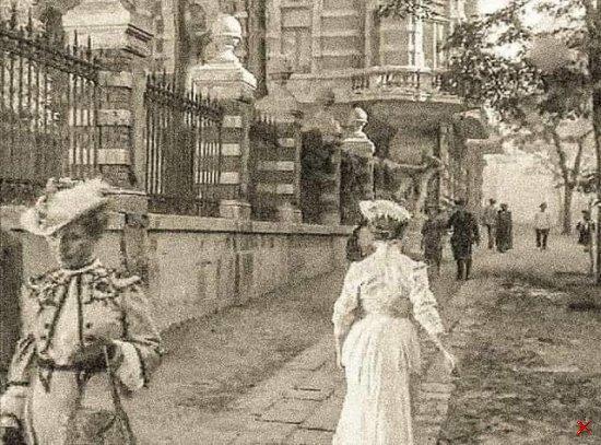 Одесса. Дом с Атлантами. Фото 1904 года.