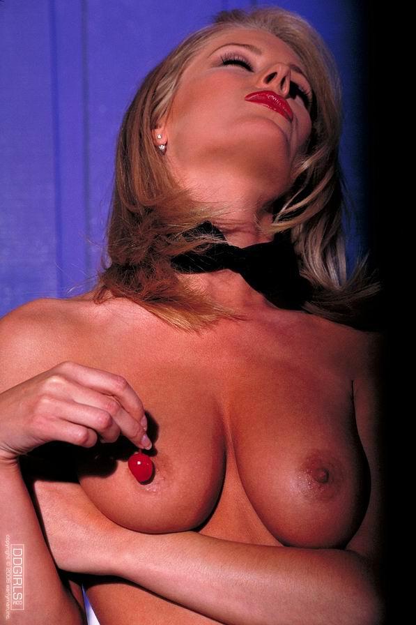 Jennifer- Сексуальная барменша .(+18) 19 Фото для взрослых
